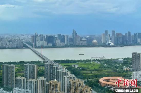 鸿图娱乐:杭州调整应届高学历毕业生补贴博士研究生提至10万元